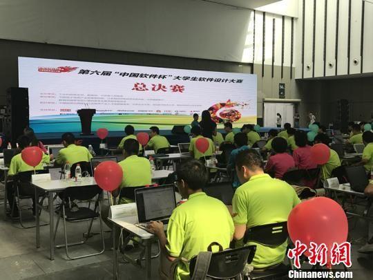 """第六届""""中国软件杯""""大学生软件设计大赛6日在南京迎来总决赛。 杨颜慈 摄"""