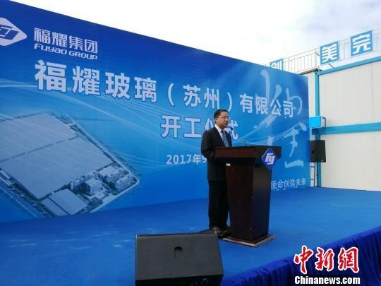 福耀集团副总裁谢世模介绍福耀苏州项目。 钟升 摄