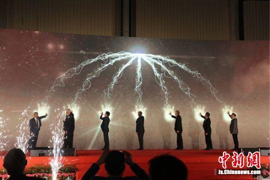 卡特彼勒(徐州)第十万台液压挖掘机下线启动。