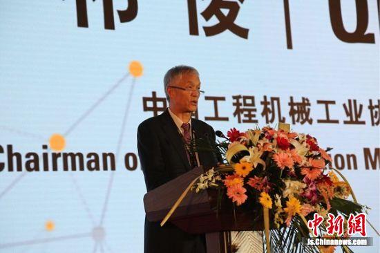 中国工程机械工业协会会长祁俊到会致辞。