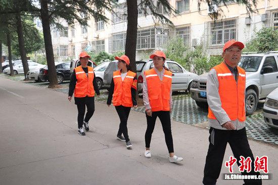 志愿者服务队。