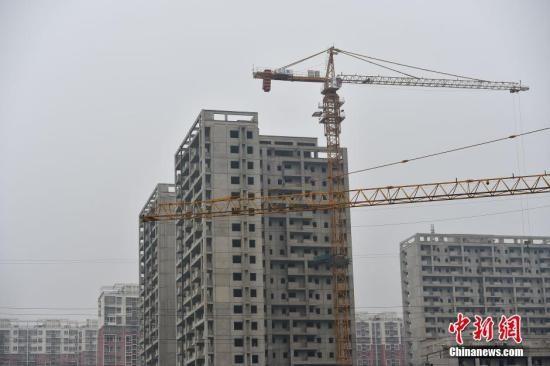 资料图:北京郭公庄一期正在建设中的公租房项目。 中新网记者 金硕 摄