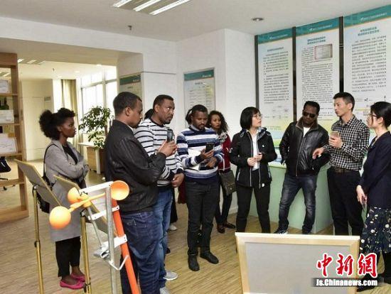 """埃塞俄比亚阿瓦萨工业园第二批管理人员在中国昆山经济技术开发区""""取经""""园区管理。"""