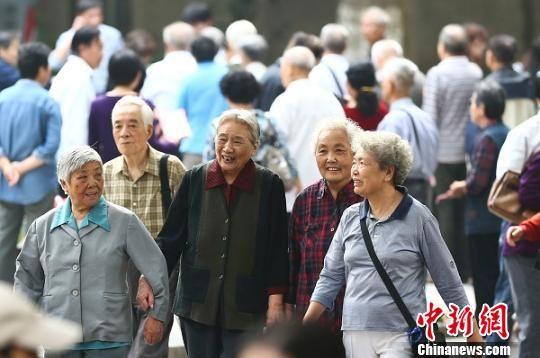 南京老年人参加重阳节活动。(资料照片) 泱波 摄