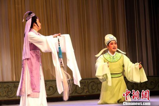 图为无锡宜兴市锡剧团青年戏剧演员陈庆参赛剧目《玉蜻蜓・庵堂认母》。 崔佳明 摄