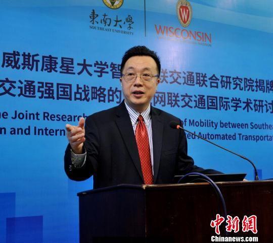 研究院院长冉斌教授介绍研究院发展规划。 曲栩 摄