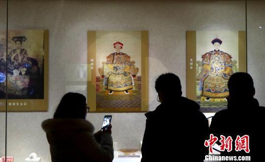 """""""走进养心殿――大清的家国天下""""21日在南京博物院正式开展。 泱波 摄"""
