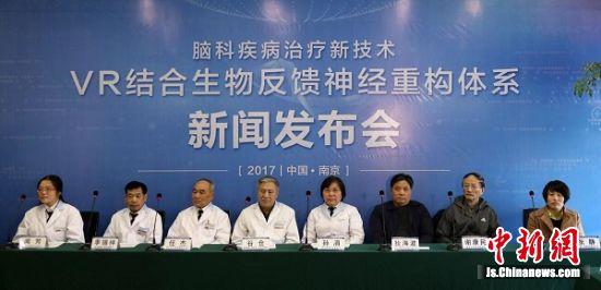 专家们齐聚一堂共话医学革新。 泱波 摄
