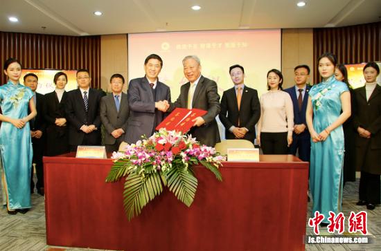 10日,太平洋建设与中铁国际集团战略合作签约仪式在南京举行。
