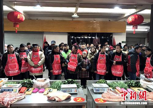 图为11日,扬州举办农贸市场经营户技能比武。