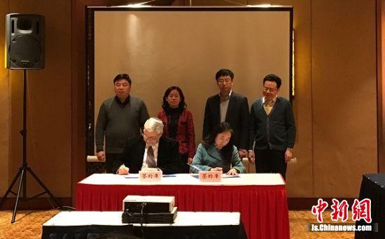 盐城市人社局和Yossi先生签定《引智合作协议》