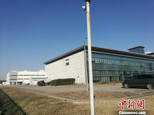 照片左侧为停产的光学事业部门。 钟升 摄