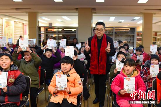 为乡村孩子们上了一堂生动有趣的阅读课