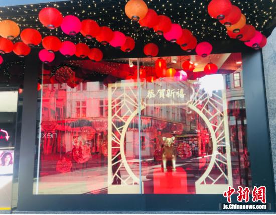 图为充满中国新年元素的HOF橱窗