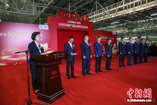 盐城市委常委、常务副市长陈红红致辞。