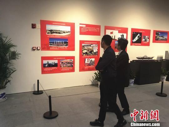图为江苏各界参观全民国家安全教育主题展览。 杨颜慈 摄