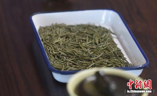 """获得特等奖的""""茅山长青""""茶叶。"""