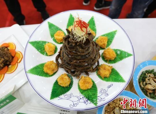 用黄鳝制作的造型独特的美食。 李珂 摄