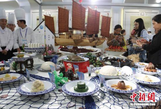 洪泽蒋坝船帮宴特色菜展示。