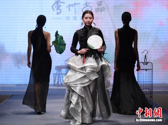 海派商务旗袍佳丽走秀现场。