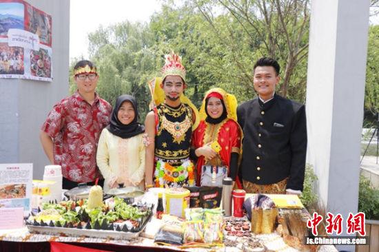 江南大学第八届国际美食文化节现场。