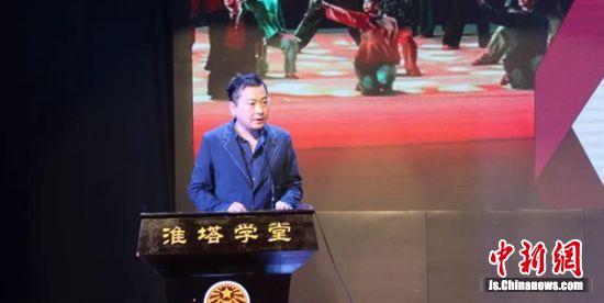中国电视艺术家协会微电影专业委员会副秘书长邵树彬讲授《红色舞台剧的艺术品鉴与表演》。 淮塔供图。