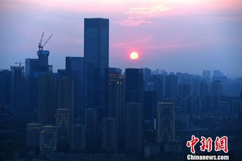 资料图为高楼。中新社记者 陈超 摄