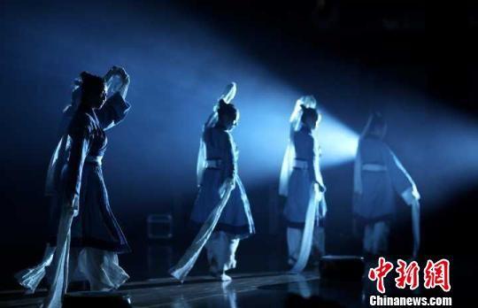 南博奇妙夜上演光影舞蹈秀。 泱波 摄