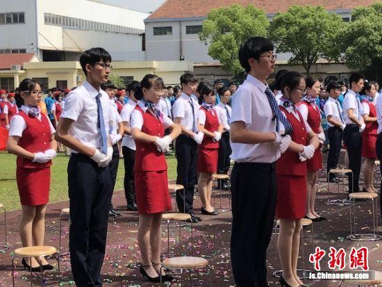 校园技能文化节上,学生们在表演。