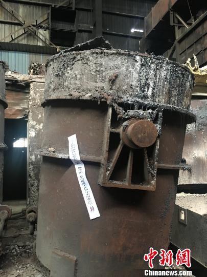 在澳门永利官网线上娱乐无锡,一些企业的违规中频炉设备已经被封存。 申冉 摄
