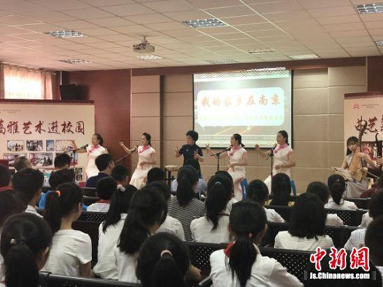 江苏省级传人黄玲玲老师携弟子表演《我的家乡在南京》