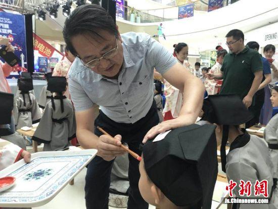 2018江苏中小学生书法大赛盐城赛区举行开笔