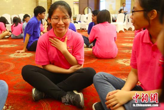永利澳门娱乐场网站、台湾大学生相互认识。 丁丁 摄