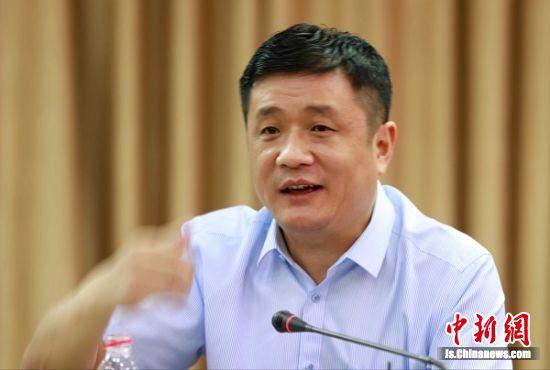 盱眙县长朱海波作主题推介。