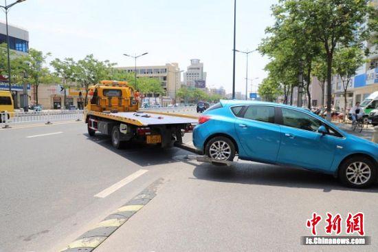 清拖违停车辆。