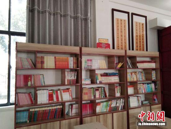 """""""留守儿童之家""""的图书室。"""