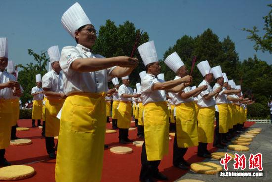 烹饪大师们祭祀彭祖。