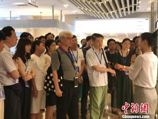 海外华侨华人高层次人才走进澳门永利官网线上娱乐永利澳门娱乐场网站。 徐珊珊 摄
