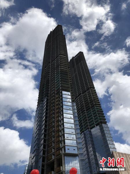 """""""双子楼""""项目是无锡市中心地标建筑。"""
