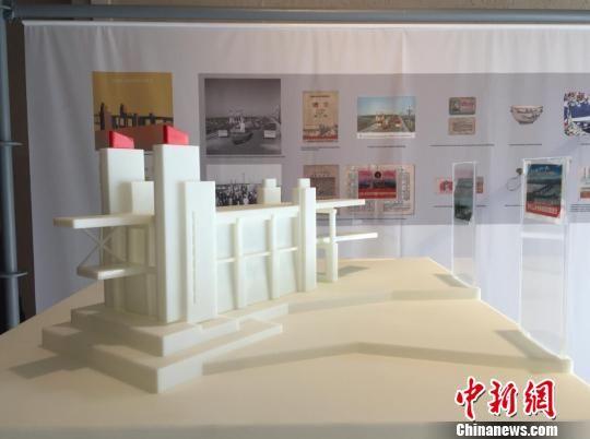 南京长江大桥的模型。 被访者供图