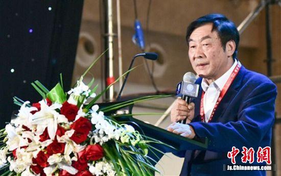 苏汉林在国际灸法大会上分享灸法临床经验。陆建国 摄