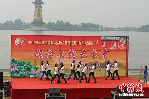 图二姜堰法治文化进景区创新法制宣传教育
