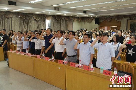 """常州大学史良法学院""""宪法与党章""""普法志愿团成立仪式"""