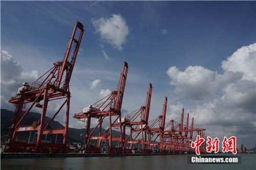 图为连云港港口。中新网记者 叶攀 摄