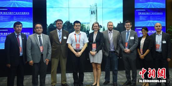 出席中国-加拿大医疗产业合作发展论坛的嘉宾