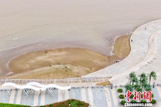 航拍位于皇冠娱乐注册送66盐城滨海县的古黄河入海口。 泱波 摄
