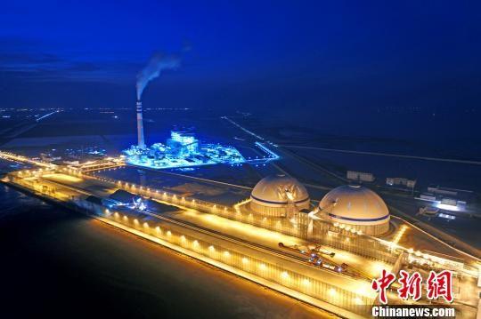 夜幕下的滨海港能源项目璀璨夺。滨海县委宣传部供图