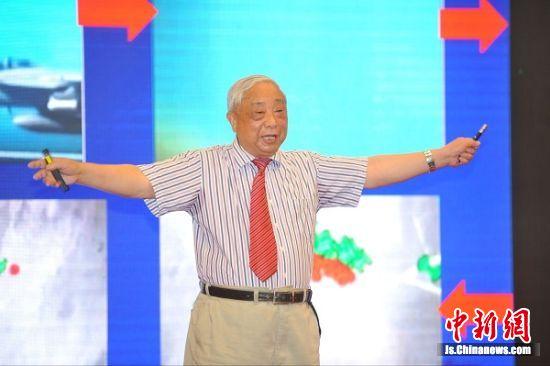 中国科学院院士赵淳生现场做《超声电机的发展及其在智能装备上的应用》的主题分享。
