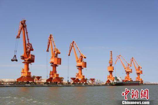 繁忙的滨海港10万吨级通用码头。 滨海县委宣传部供图
