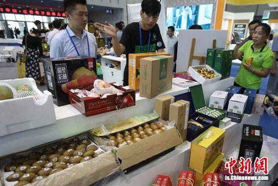 农副产品很受欢迎。中新社记者 泱波 摄
